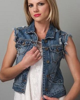 Стильная джинсовая жилетка для настоящей модницы. Экспериментируя найди свой образ. 50 лучших моделей
