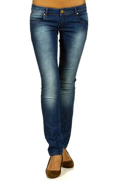 Фото синие джинсы