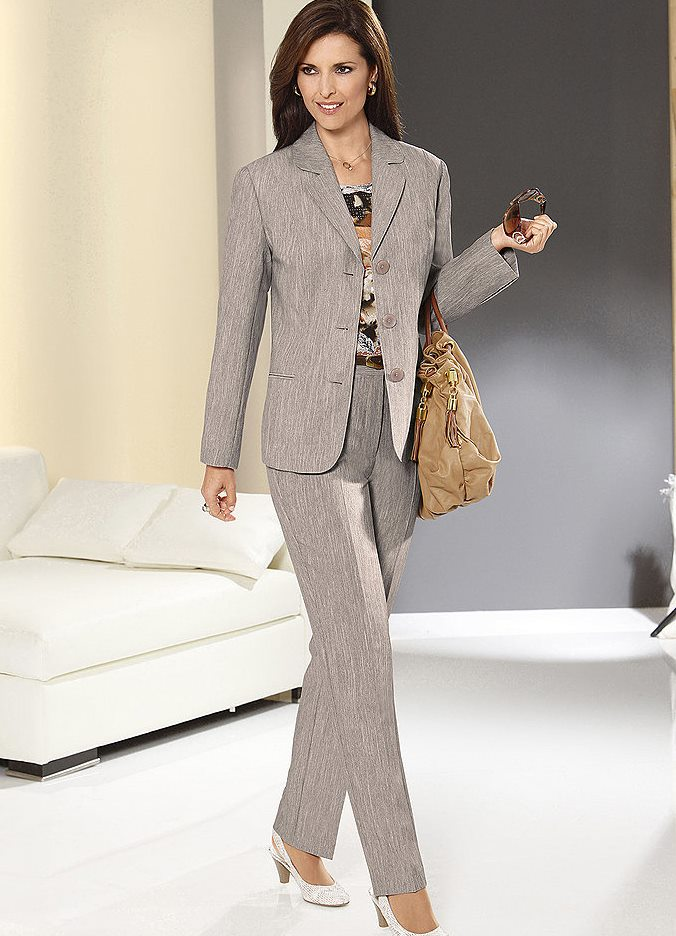 Женские классические костюмы