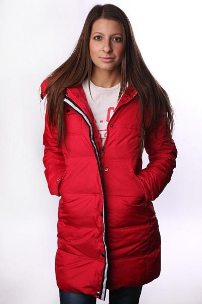 красная куртка женская фото