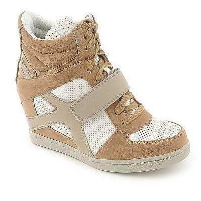 Кроссовки Nike на каблуке