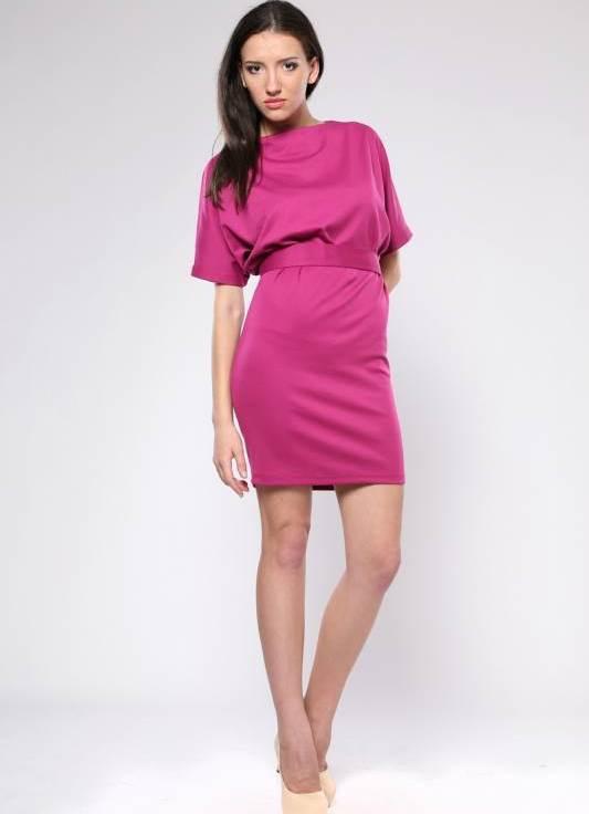 Платье с цельнокроеными рукавами