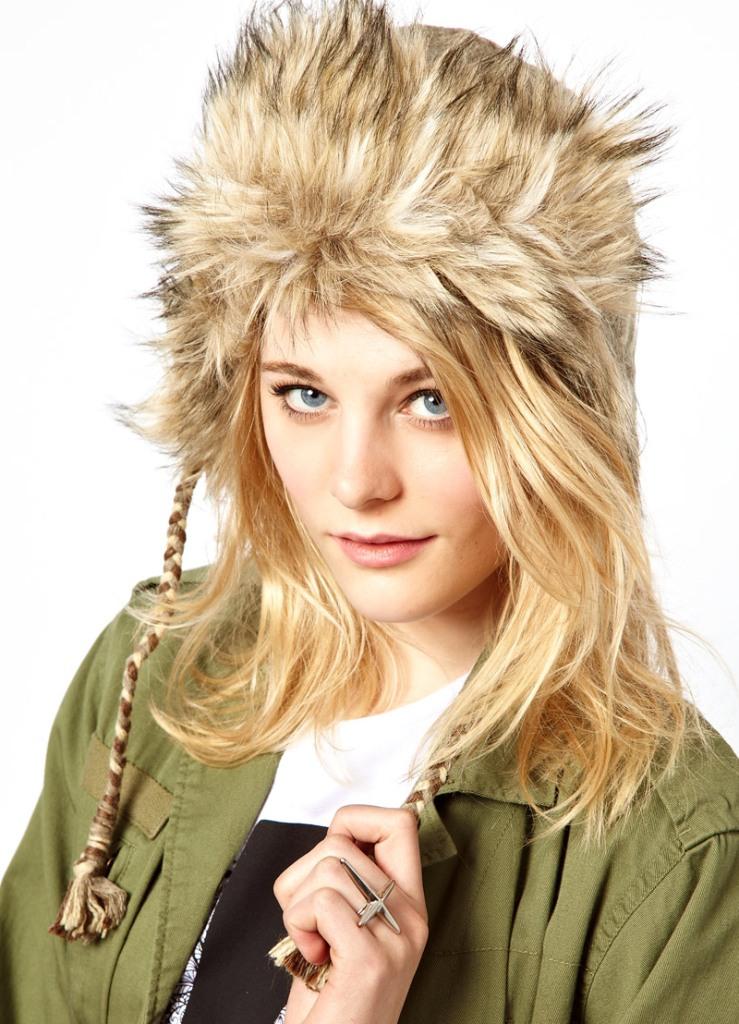 Вязаные шапки спицами - зимние и осенние модели 2013-2014