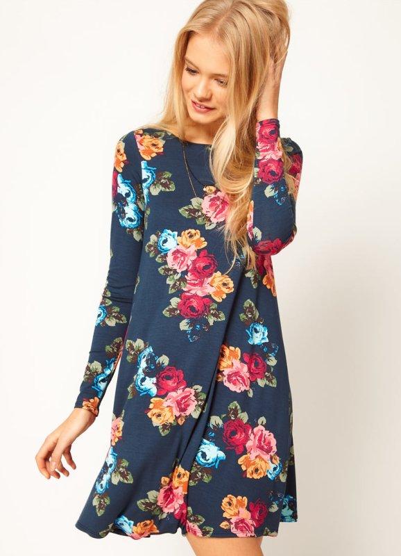 Трикотажное платье с крупным рисунком в