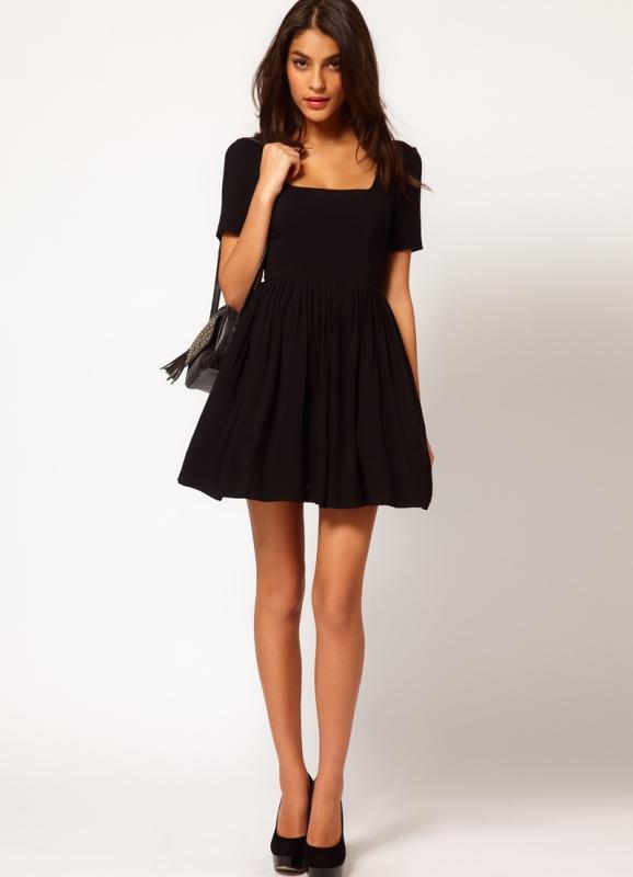 Платье с декольте спереди