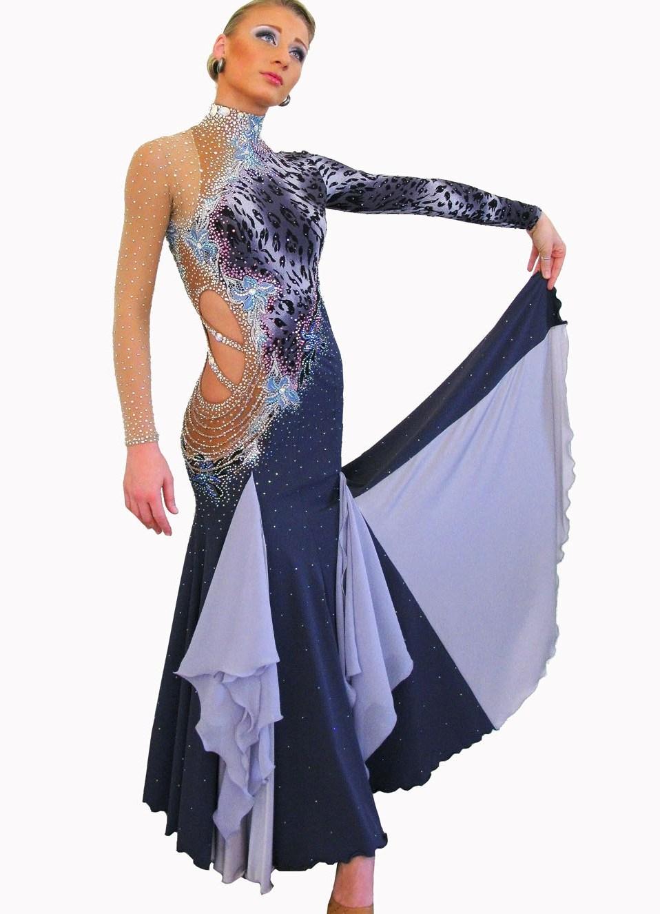 модель платья из атласа в цветочек