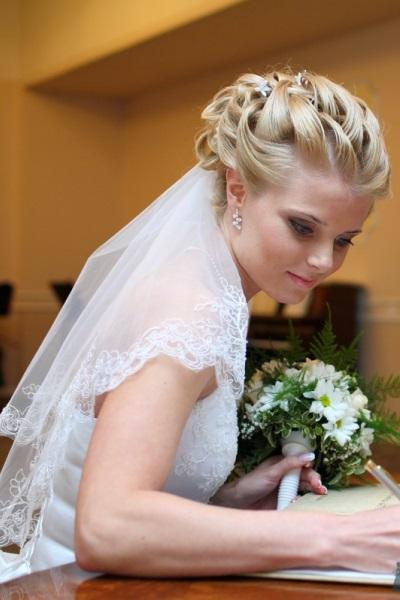 Фото свадебных причесок на длинные волосы без челки с фатой фото