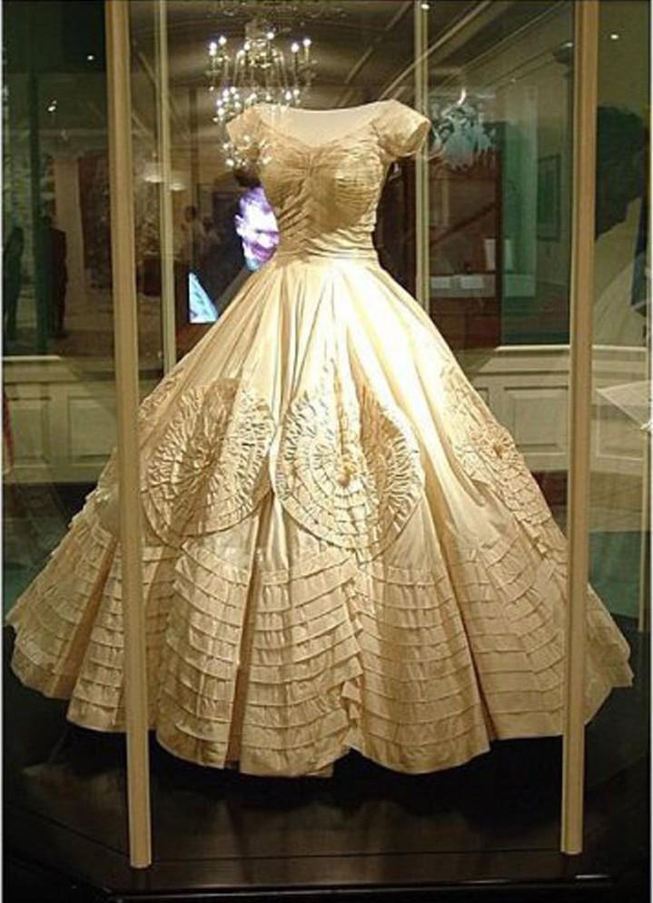 Красивое платье старинное