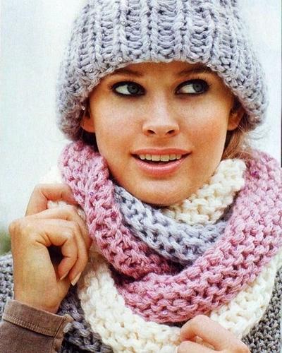 Шапка и трёхцветный шарф вязаные спицами петелики Шапочки спицами. . Постила