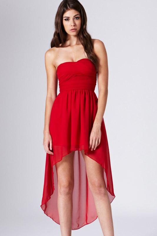 Платье короткое красное со шлейфом