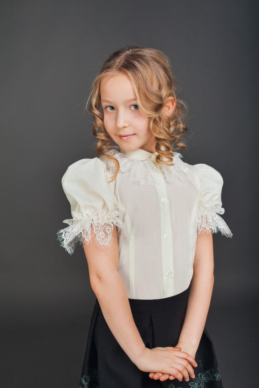 Купить блузки и рубашки для девочек в школу