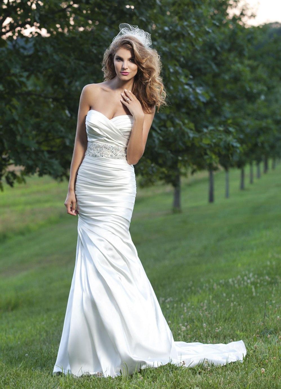 Прически к свадебному платью рыбкой фото