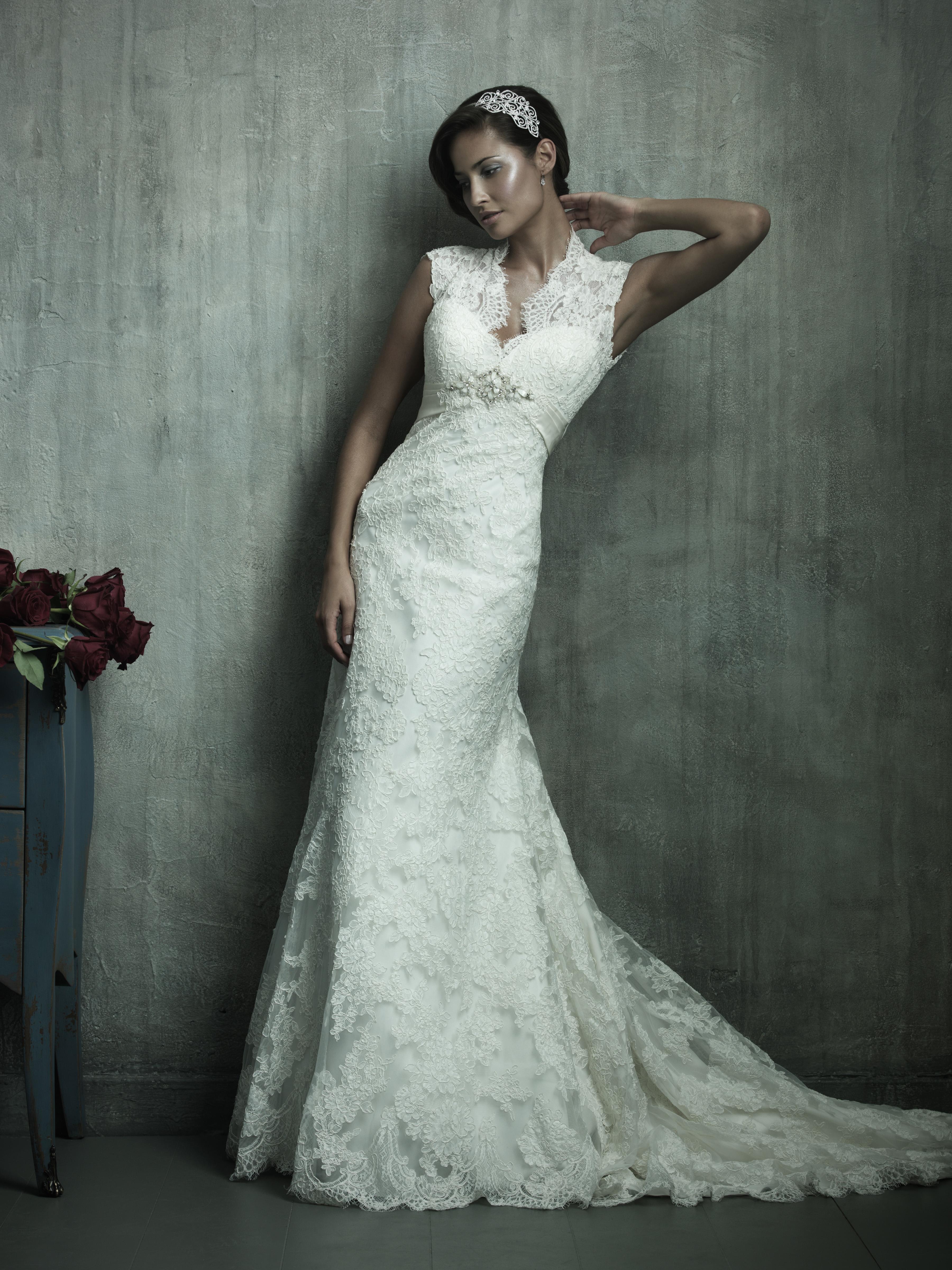 Платья с закрытой спиной свадебные