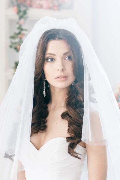 Прическа свадебная локоны