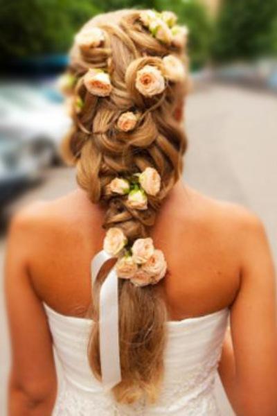 Свадебные прически длинные волосы с живыми цветами на