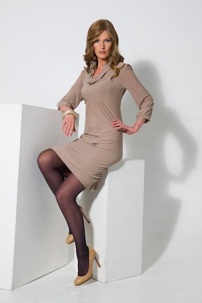 Длинное трикотажное платье Дольче и Габана с длинными рукавами