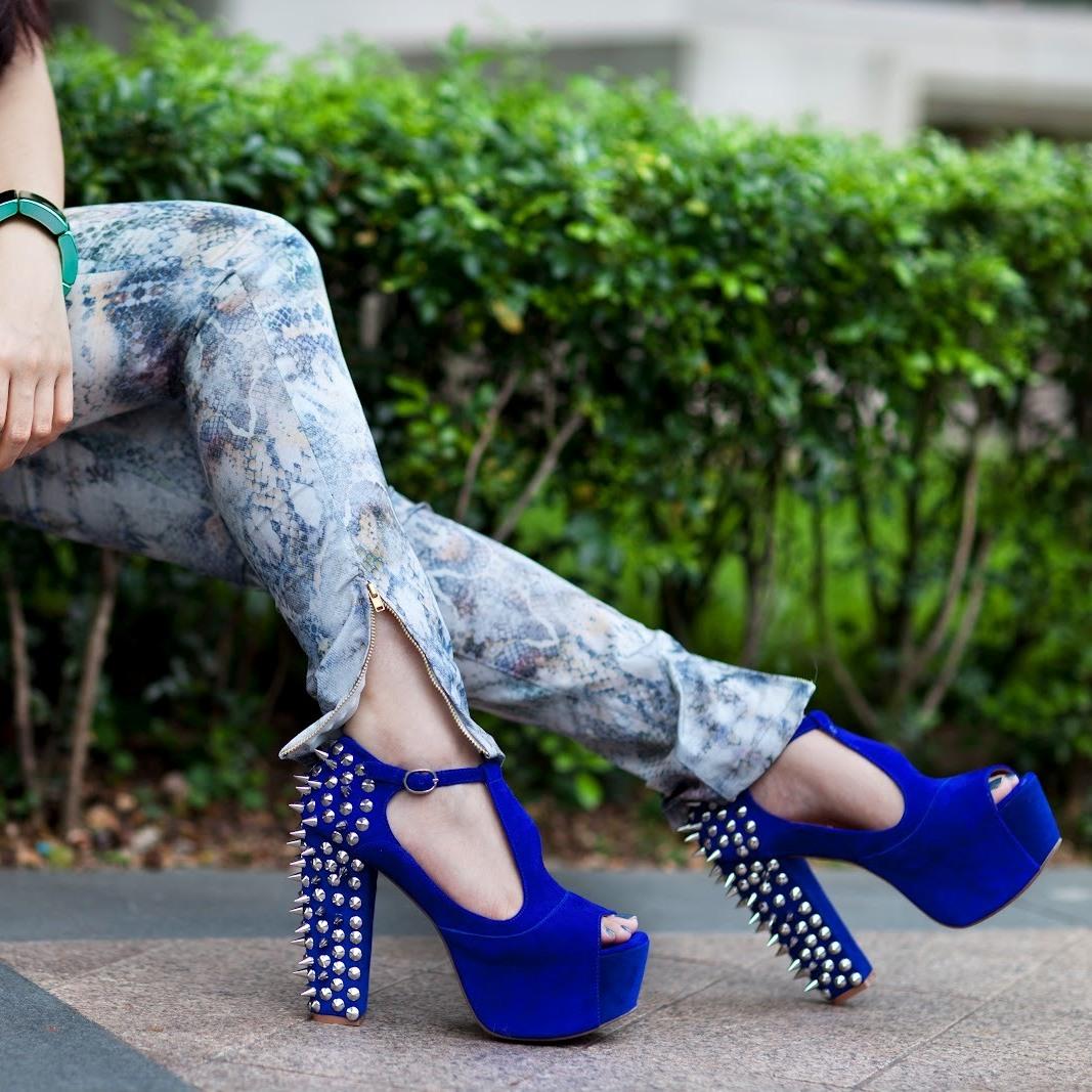 Ботинки с шипами фото