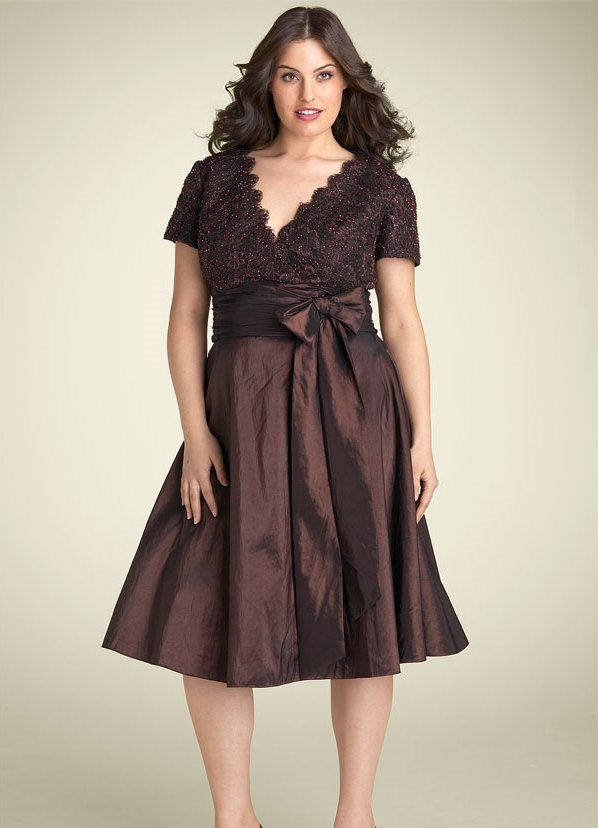 Очень хороши вечерние платья для полных, выполненные из струящегося длинных платьев больших размеров с драпировкой