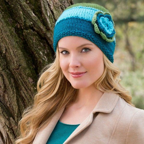 как украсить вязаную шапку для женщин