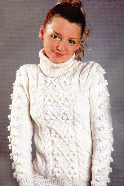 Вязаный белый свитер женский