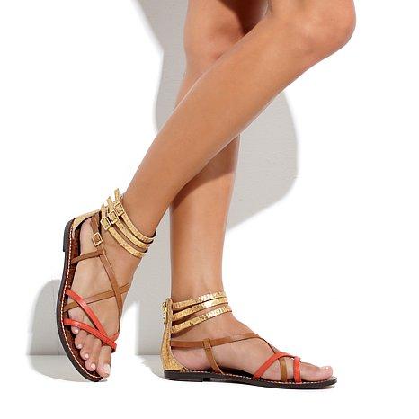 Женские ноги на сандали