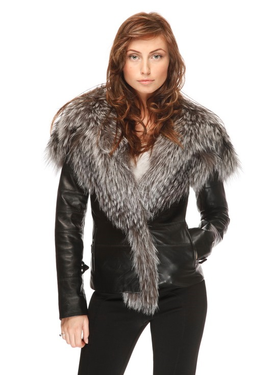 Огромная популярность, которой пользуются женские кожаные куртки с мехом, имеет свои причины