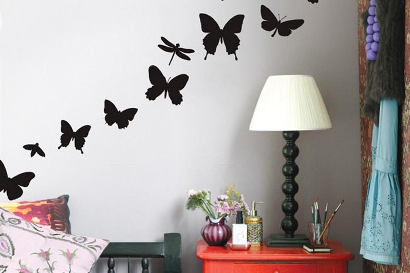 Черные бабочки на стене фото
