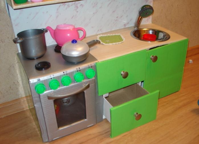 Как сделать кухню для ребенка из коробки
