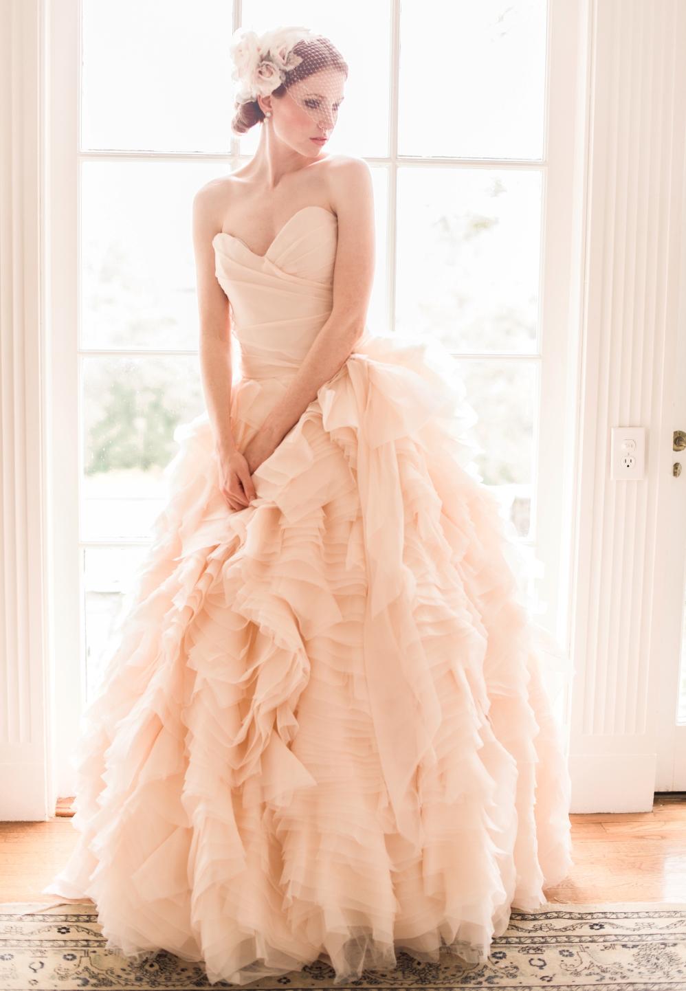 Фото свадебные платья бело розовые