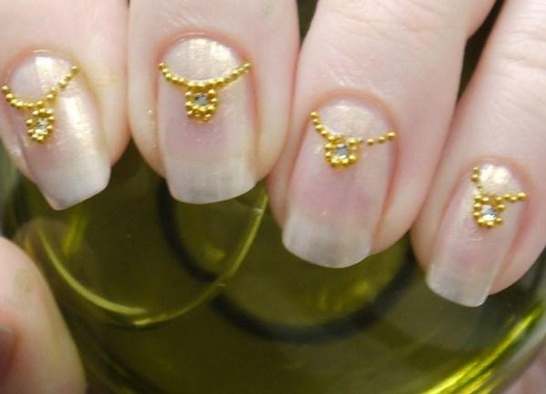 Дизайны ногтей бульонками
