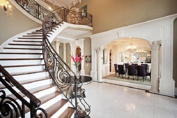 Коридор с лестницей дизайн фото