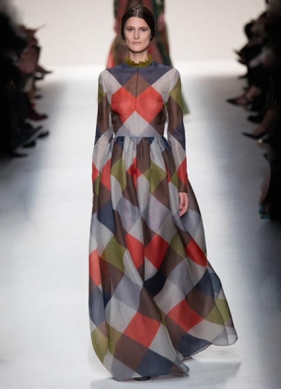 Вечернее длинное платье из ярко-синего шифона в античном стиле