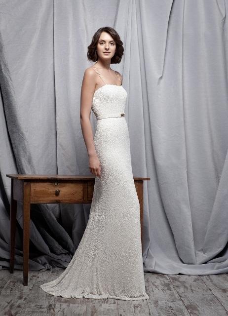 Свадебное платье с прямым силуэтом обладает особенным шармом. Оно элегантно облегает силуэт невесты