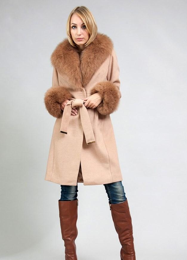 Зимнее пальто с меховым капюшоном воротником