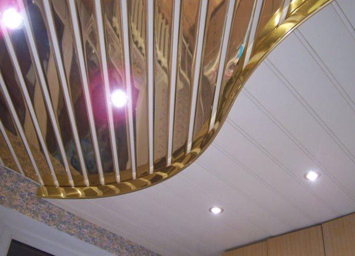 Потолок из пластиковых панелей двухуровневый