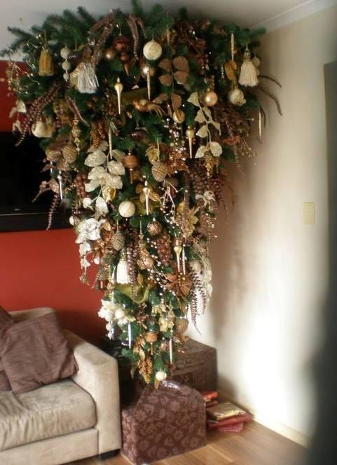 елка на потолке фото