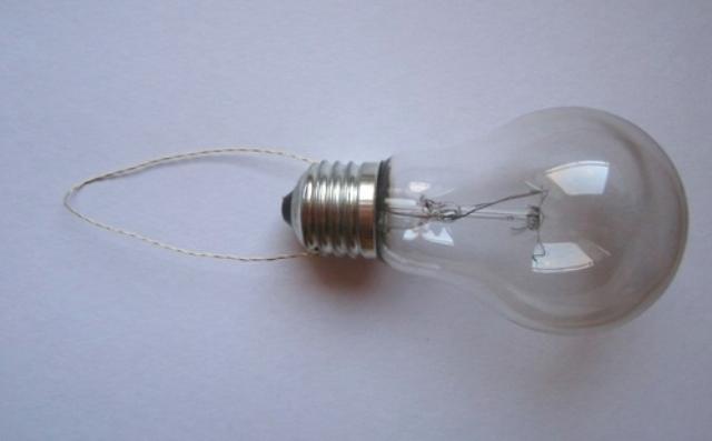 елочные игрушки из лампочек 11