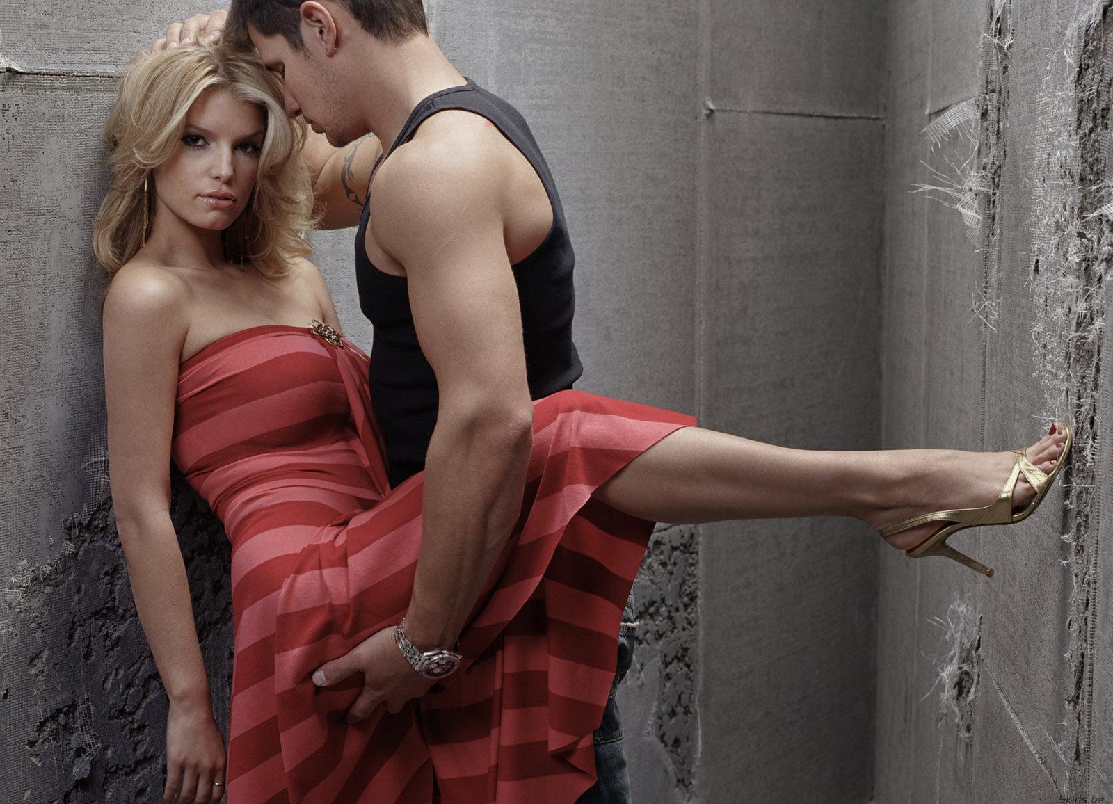 Как парень тискает девушку фото фото 587-457