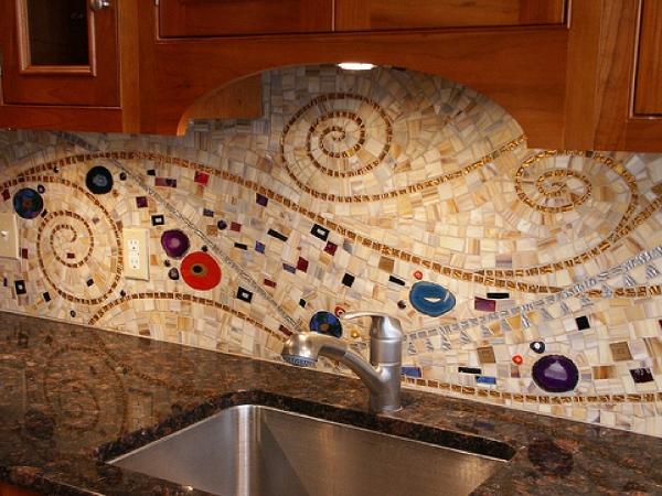 Фартук на белую кухню из плитки дизайн 982