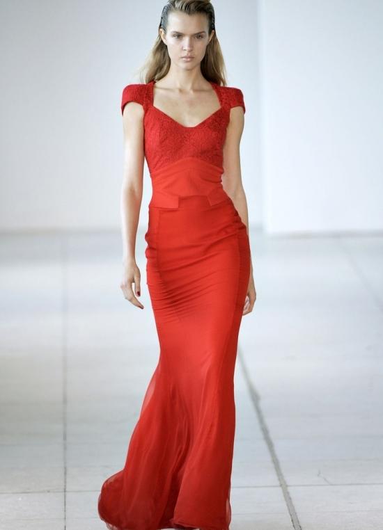 Красное платье из шифона