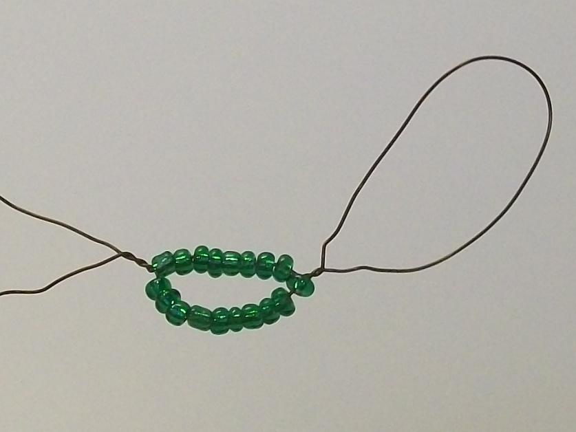 Схема плетения листов для фиалки. первый круг - 14+14 бисеринок. третий круг - набрать 24+24 бисеринок. середина...