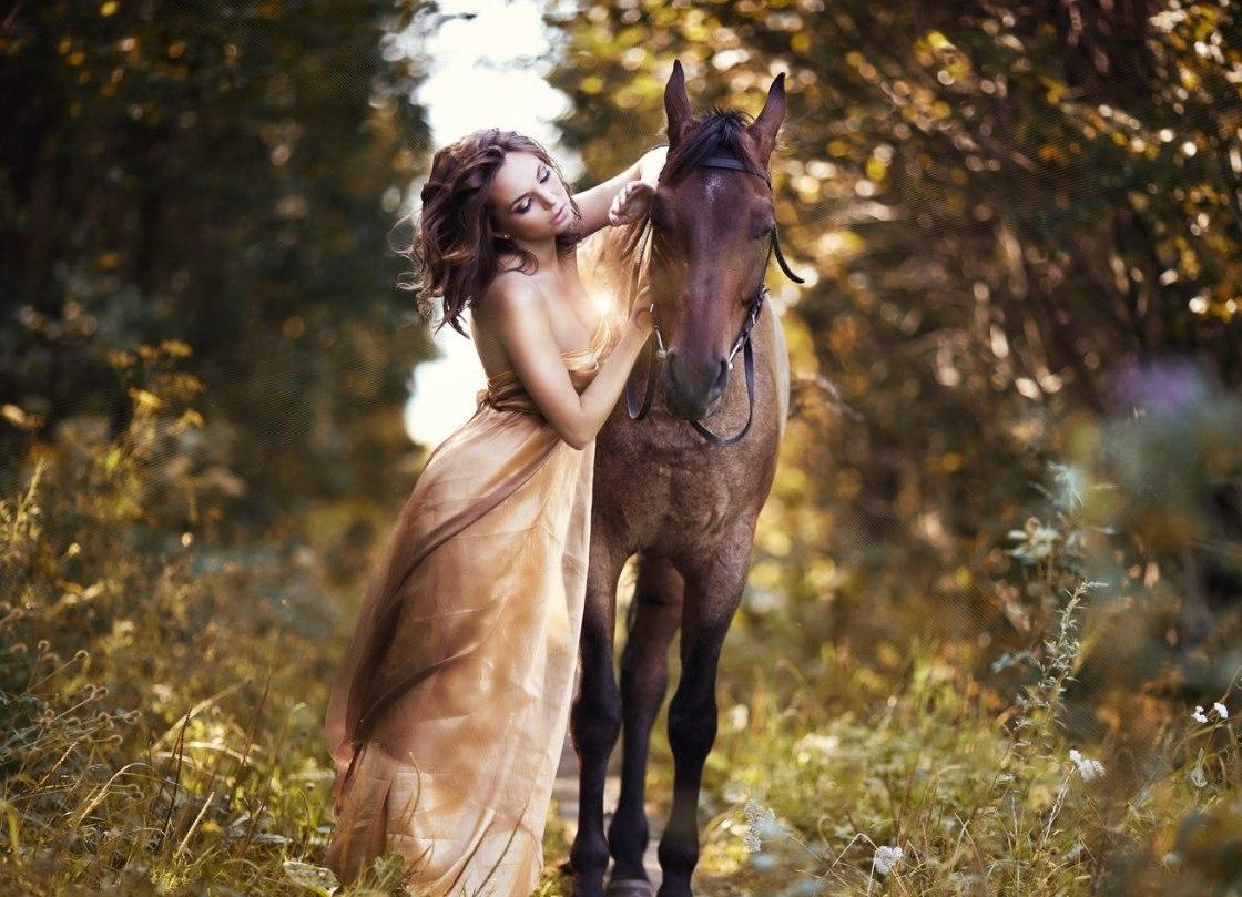Платье для девочки с лошадью