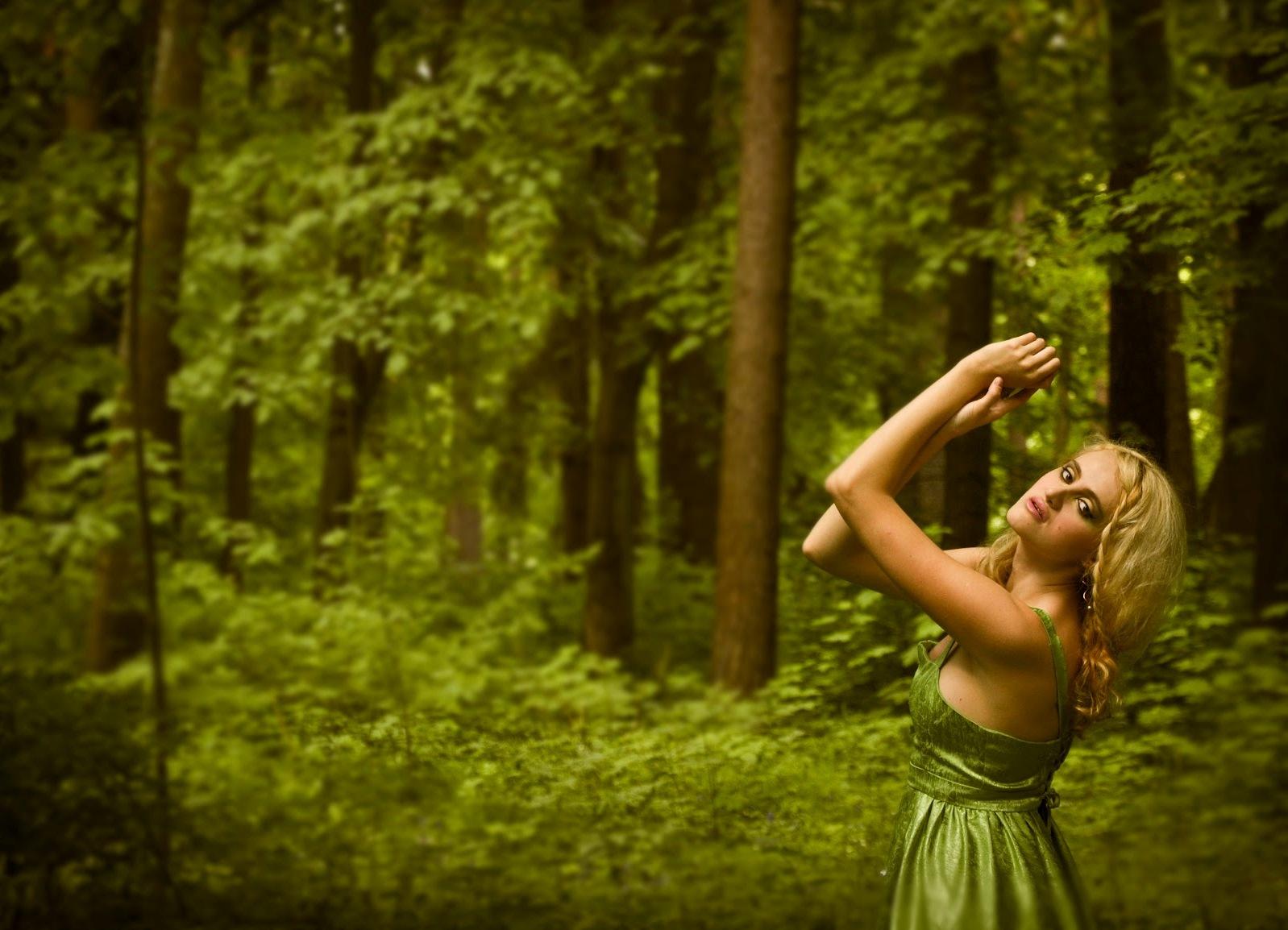 Фото ню в зимнем лесу 3 фотография