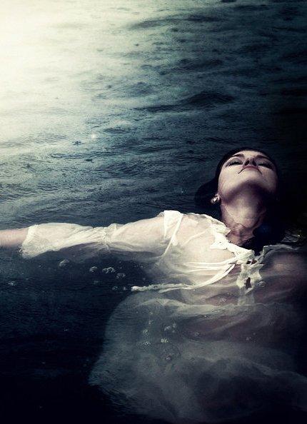 Фото девушек у воді фото 297-83