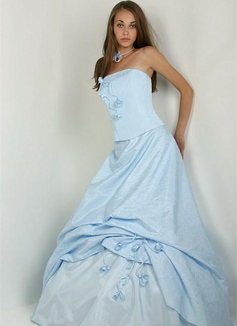 Платья бело-голубые фото