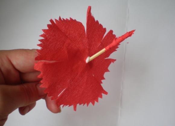 Изготовление гвоздики из бумаги своими руками