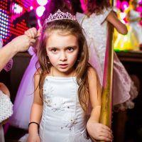 Прически для девочек с диадемой