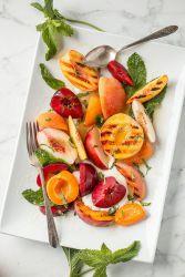 Как сделать простой фруктовый салат с йогуртом – рецепт