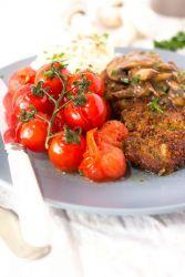 Жареная свинина с грибами на сковороде