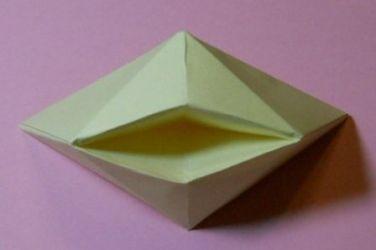 Как сложить кораблик из бумаги-13